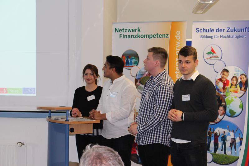 Erfahrungsbericht des Vorstandes der schoolbucks eSG zur Finanzbildung durch Schülerunternehmen. Foto: Christian Schwering, Mulvany Berufskolleg