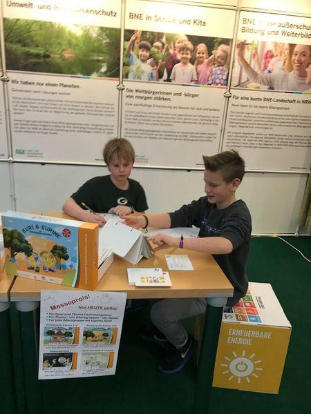 Ein besonderer Dank an unsere Spieleexperten Florian und Finn die mit viel Spaß und Freude, die Spiele präsentierten. Foto: NUA NRW